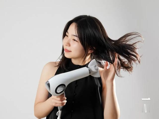 高端沙龙的同款吹风机,在家轻松吹出蓬松秀发    Chin@美物