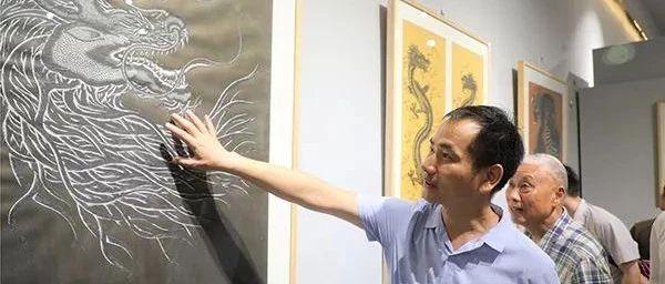 """厉害了!湖南一保安出书开画展!?#23433;?#26681;""""大叔变""""艺术大师"""""""