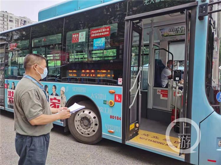 """中秋、国庆将至,有一群人坚守""""幕后""""保障乘客公交出行"""
