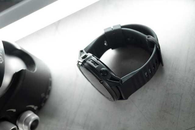 永不息屏的电子表卖8000元?顶2.5个Apple Watch 5