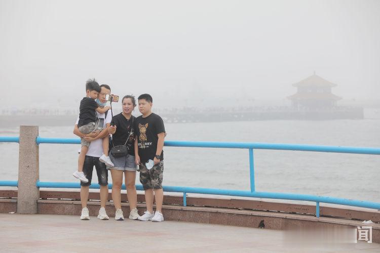 """青島繼續發佈高溫黃色預警 棧橋景區變戶外""""桑拿房""""-圖5"""