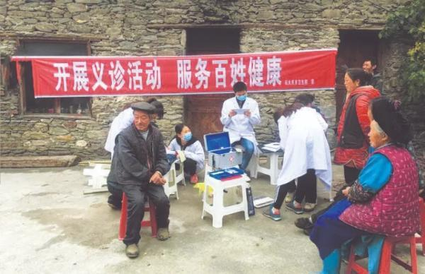 四川茂县: 健康扶贫惠民生 真情服务暖人