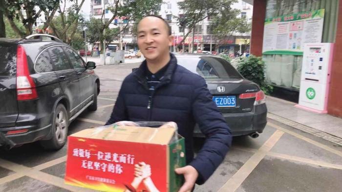 羊火锅整起! 4箱蒙古国捐赠的羊送达广安10名医护