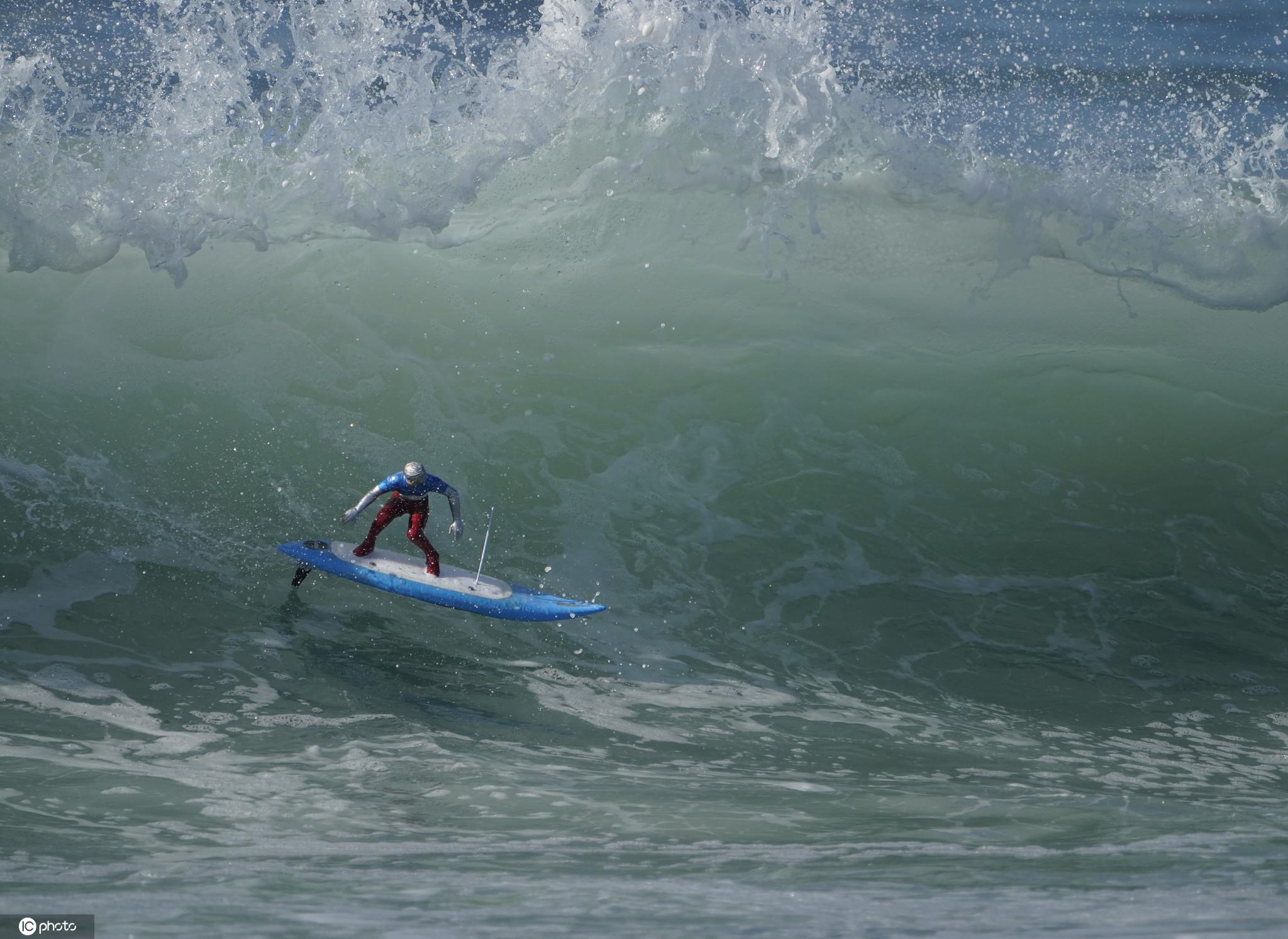 超級大潮侵襲美國加州海岸 沖浪者與巨浪勇敢搏鬥-圖5