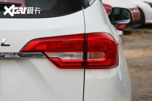 哈弗M6身形比例勻稱, 售價6.6萬元起, 車內空間較為實用-圖6