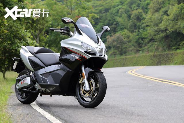 大型運動踏板摩托車: 通勤、跑山皆宜的雙缸大綿羊-圖6