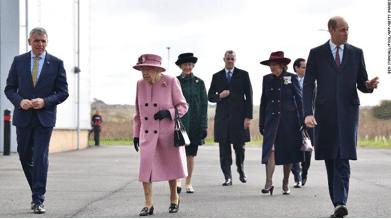 英国女王自疫情以来首次参加公开活动, 所有人都