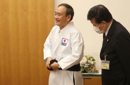 日媒: 菅義偉被授予空手道名譽九段-圖3