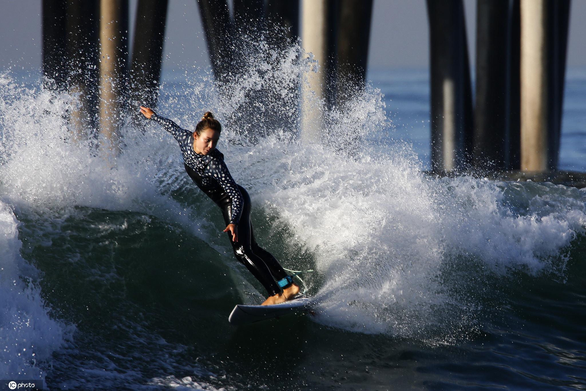 超級大潮侵襲美國加州海岸 沖浪者與巨浪勇敢搏鬥-圖6
