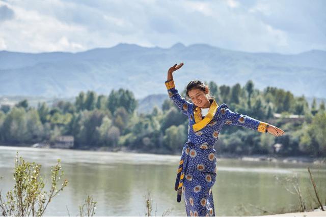 """为藏族女孩圆梦, 无限极公益援助如何""""思利及人"""