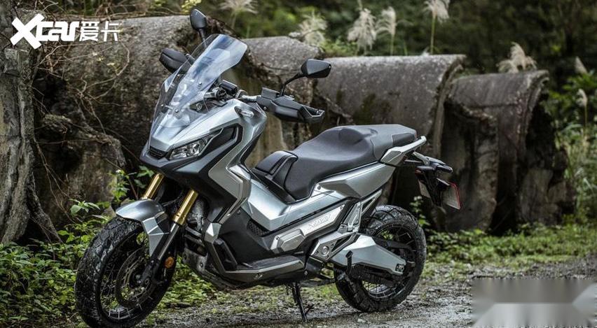 大型運動踏板摩托車: 通勤、跑山皆宜的雙缸大綿羊-圖2