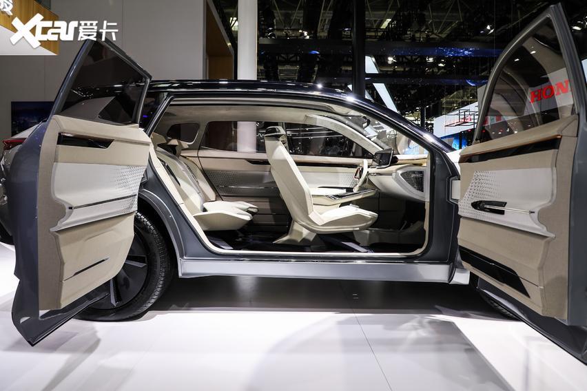 10萬內預算可以看看! 捷途X70 Plus車亮相北京車展-圖5
